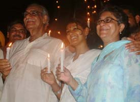 writer Kuldip Nayyar(left), actress Nandita Das(center)and pakistan human rights activist asma jahangeer hold candles during India's Independence Day celebrations, at Wagah, the joint India-Pakistan border check post, on  August . 14 mid night.