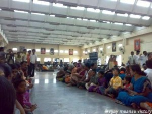 devotees-sitting-for-food-inside-annadhana-mandapam