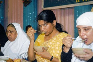 kanimozhi-in-iftar-party