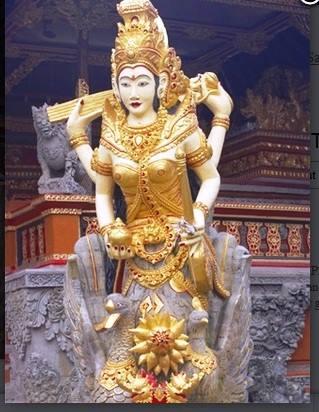கையில் அட்சய பாத்திரத்துடன் ஜாவானிய சரஸ்வதி