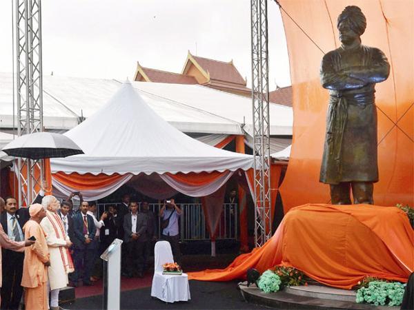 pm-narendra-modi-unveils-swami-vivekanandas-statue-in-malaysia